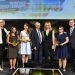 Die Bühnengäste der ARD/ZDF Förderpreisverleihung 2017. (V.l.n.r.): Ulrike Klee (SWR), Anna-Maria Daschner (3. Preis), Carolin Schramm (1. Preis), Andreas Bereczky (ZDF), Moderatorin Anja Koebel, Kristina Mohr (2. Preis), Ulrich Liebenow (MDR)