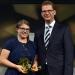 Preisträgerin Kristina Mohr (2. Preis) mit dem Preisüberreichenden Ulrich Liebenow (MDR)